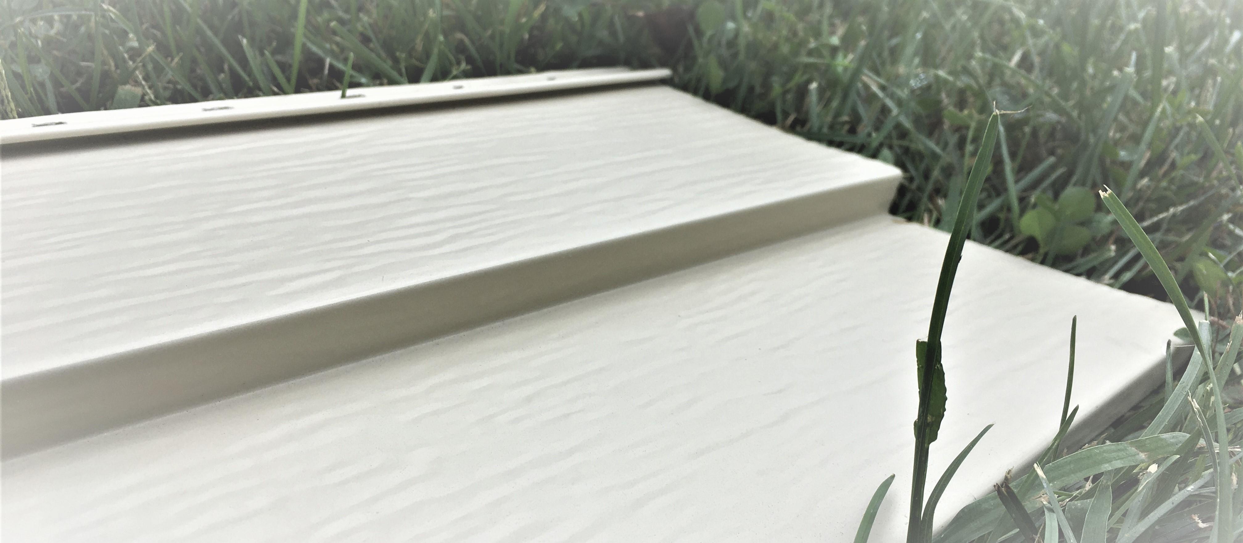 Connaissez vous la différence entre le revêtement en vinyle et en acier?